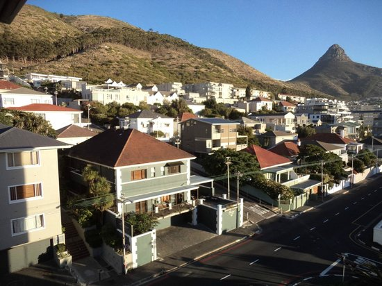 Leeuwenzee Guest House: Guest House (bottom left) showing position of Signal Hill & Lions Head