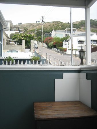 Leeuwenzee Guest House: View from Pool Area back toward Signal Hill
