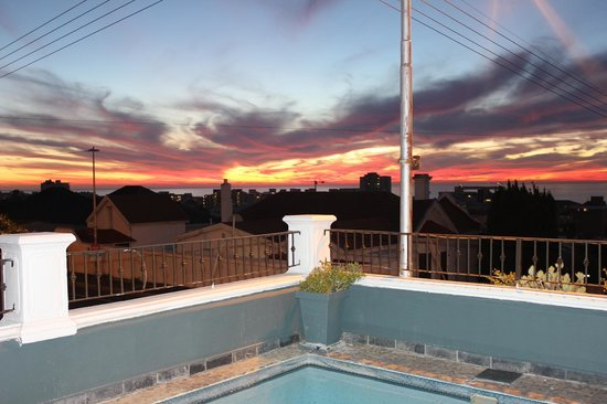 Leeuwenzee Guest House : View toward Ocean from Pool area (evening)