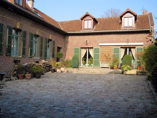 Grange de la Herde : the courtyard