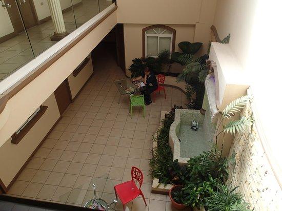 Hotel Eskalima : inner courtyard