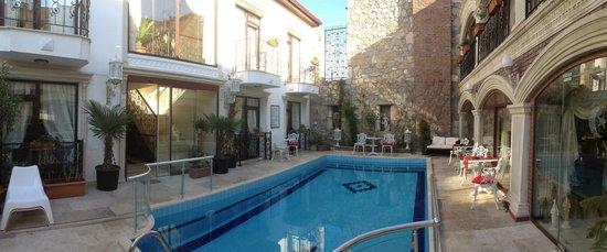 Saint John Hotel: Pool