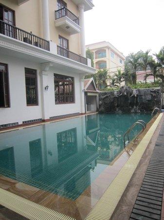 Royal Crown Hotel: hotel pool