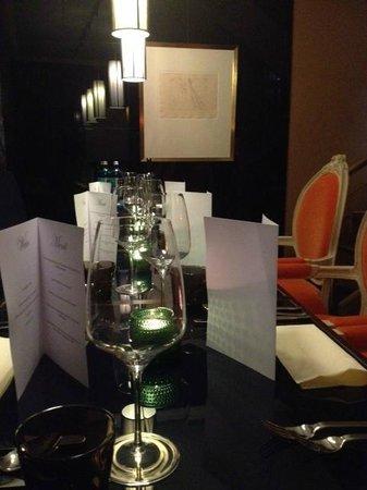 Sierra Bar & Restaurant: The jungle room – EIN MUSS