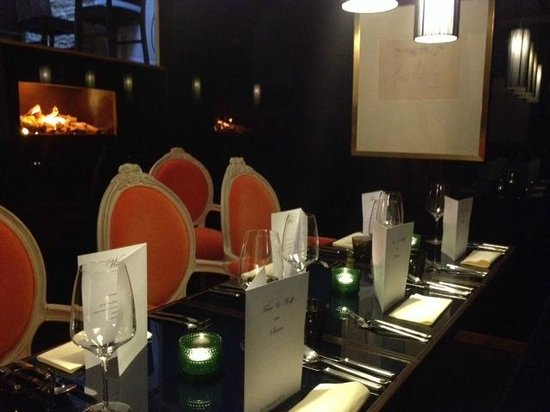 Sierra Bar & Restaurant: The jungle room – HAMMER