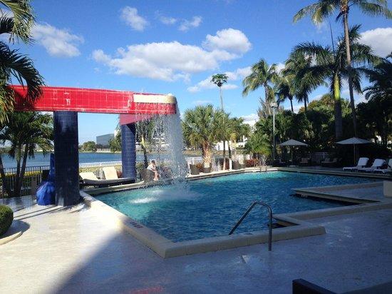 PULLMAN Miami Airport hotel : Pool Area