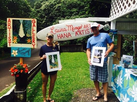 Laura Mango Art Gallery: Laura Mango's roadside gallery