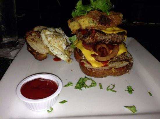 Park Avenue Restaurant Lounge: Great burgers