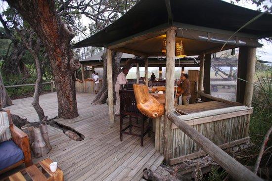 Wilderness Safaris Little Vumbura Camp: bar area