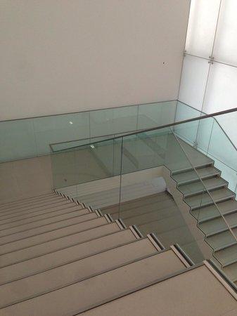 Toyota Municipal Museum of Art: 階段