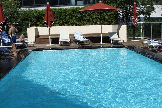 Ibis Styles Nice Airport Arenas: La piscine