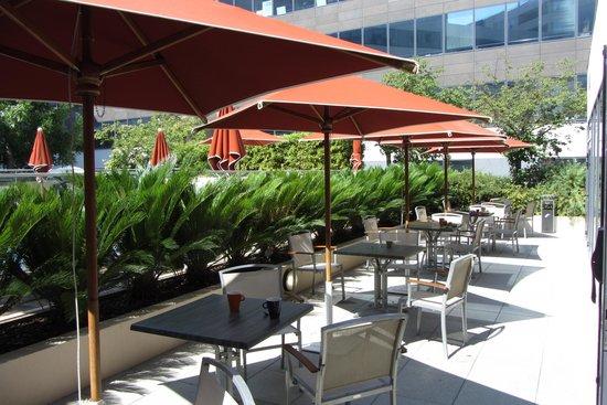 Ibis Styles Nice Aéroport Arénas : La terrasse