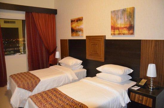 Ivory Grand Hotel Apartments : Chambre avec deux lits