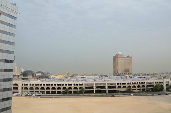 Ivory Grand Hotel Apartments : Vue sur le Mall of Emirates