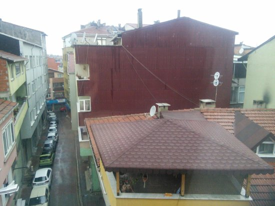 Levent Otel Istanbul: room view on rainy day in Istanbul