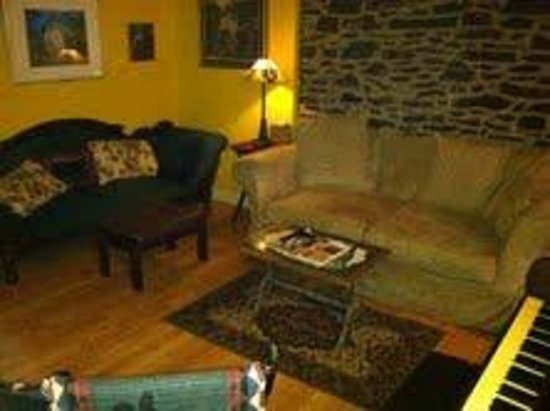 The Wishing Well Guesthouse: Cozy Livingroom