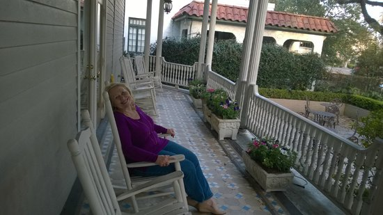 Avenue Inn Bed and Breakfast : Sitting on a rocker on the front porch.Could have spent the day rocking & watching the trolley g