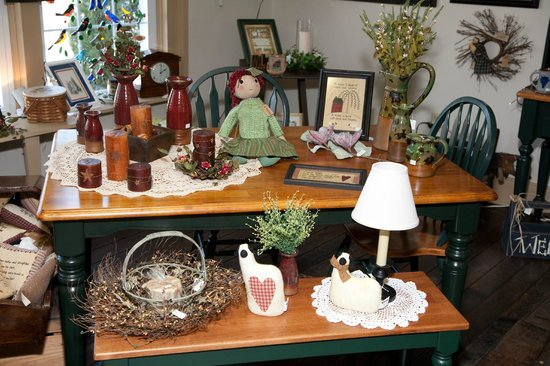 The Grapevine House Bed and Breakfast: The gift store within the Grapevine House named the Time and Treasure Trove
