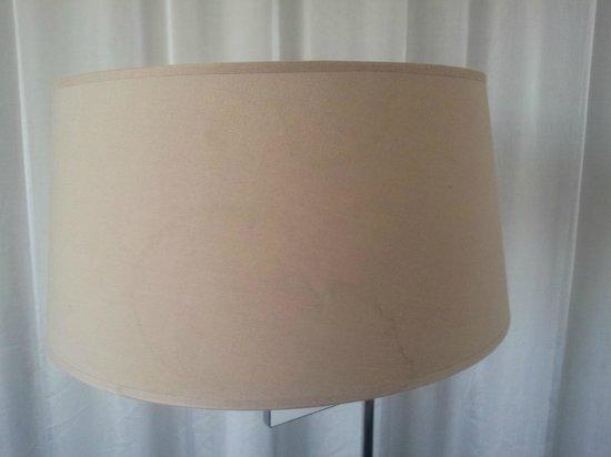 Hotel Royal Passeig de Gracia: DIRTY LAMPSHADES