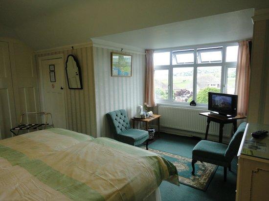 Eypeleaze: Another view of twin en suite room