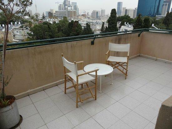 The Diaghilev, LIVE ART Suites Hotel : Вид с балкона(верхний этаж).