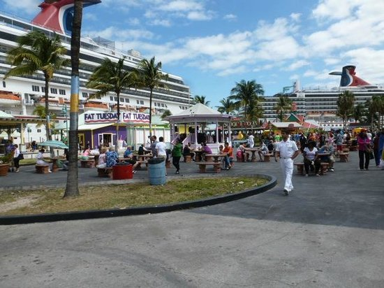The Bahamas' Arts and Straw Market: Short walk from cruise ships