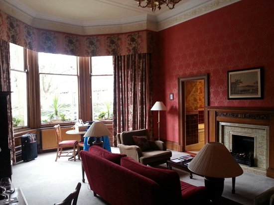 The Edinburgh Residence: Main room was huge with great decor
