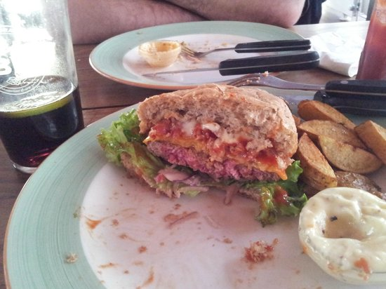 Halifax : My very rare kobenhavn burger, second try.