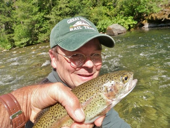 McCloud Hotel: Fish the McCloud River....