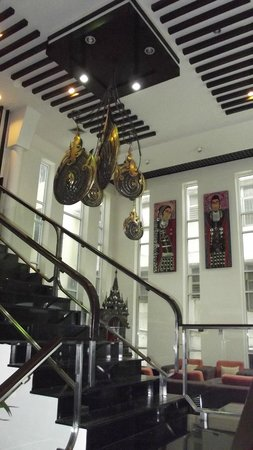 Pinnacle Lumpinee Park Hotel: Hall