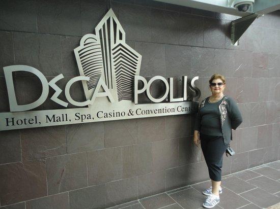 Radisson Decapolis Hotel Panama City: Em frente ao hotel