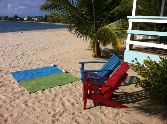 The Village Inn: Distance from our Cabana to the Beach