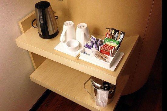 Hilton Helsinki Airport: Coffe/Tea facilities in the room