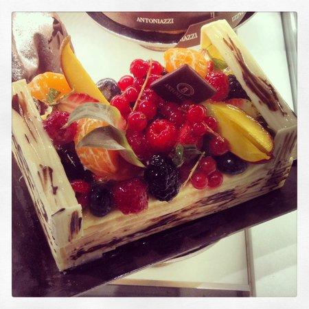 Cafe Zanarini: Torta a forma di cesto di frutta
