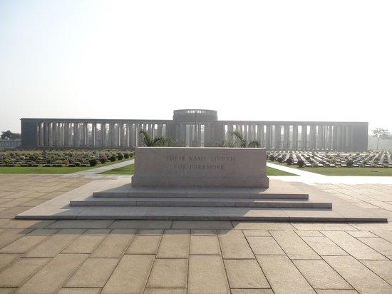 Cimetière militaire de Taukkyan : Mémorial