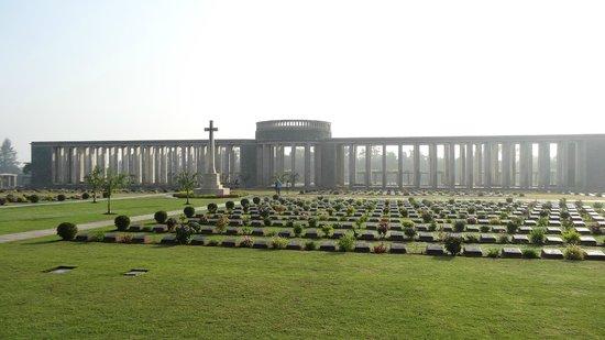 Cimetière militaire de Taukkyan : 6374 tombes