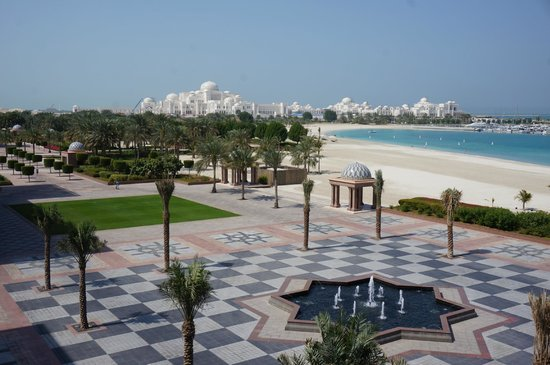 Emirates Palace : View over the beach