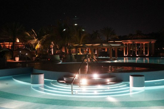 Emirates Palace : Adult pool at night