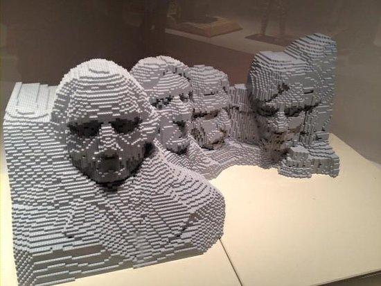 Morris Museum : Mount Rushmore in Lego