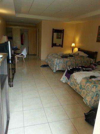 The Fajardo Inn: 412