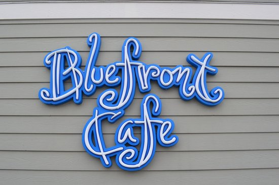 Bluefront Cafe: sign