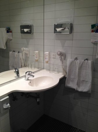 Park Inn by Radisson Copenhagen Airport: Sink area
