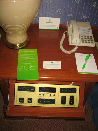 Holiday Inn Chiang Mai: Useless, confusing console
