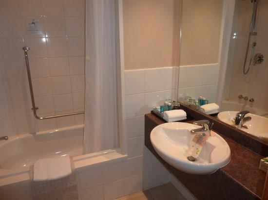 Novotel Queenstown Lakeside: Banheiro