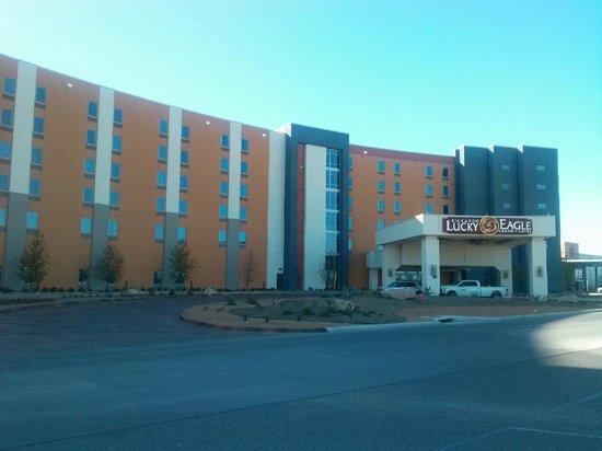 Kickapoo Lucky Eagle Hotel: outside of hotel