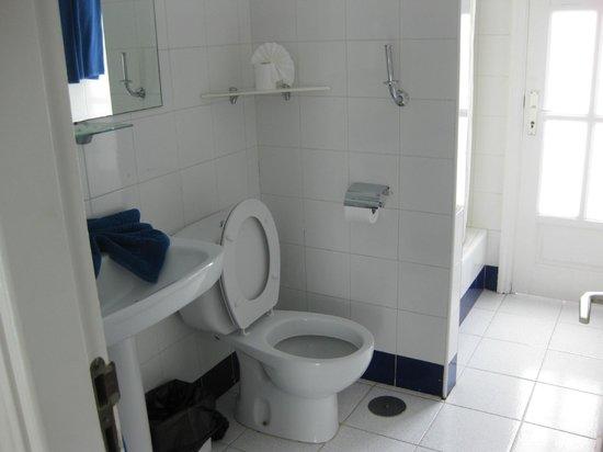 Marconfort Atlantic Gardens Bungalows: spacious bathroom