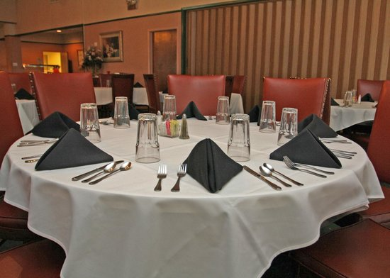 Holiday Hills Country Club: Fine Dining Seating