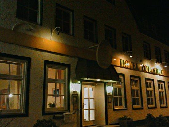 Hotel Zollkrug: Hotel abends von vorn