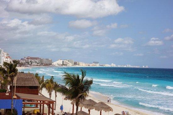 Club Regina Cancun: Beach view