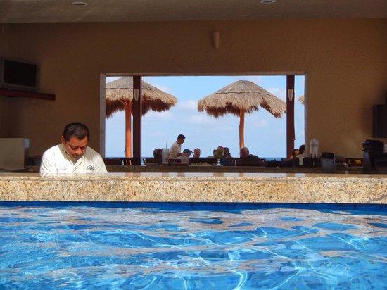 Club Regina Cancun: Poolside bar